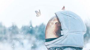 Превью обои астронавт, бабочки, скафандр, космос, свет
