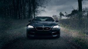 Превью обои bmw m6, черный, лес, туман, передний бампер