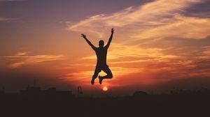 Превью обои человек, силуэт, прыжок, небо, закат