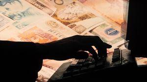 Превью обои деньги, банкноты, рука, компьютер, бизнес