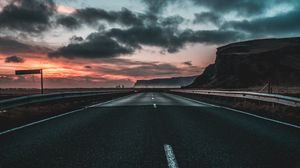 Превью обои дорога, разметка, облака, рассвет