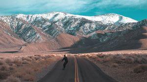 Превью обои дорога, скейтбордист, скейтборд, человек, горы