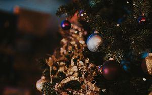 Превью обои елка, елочные игрушки, рождество, новый год, украшение