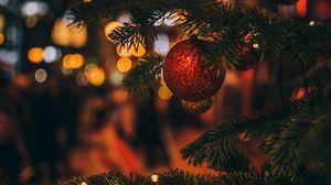 Превью обои елочная игрушка, елка, рождество, новый год, размытость, украшение