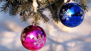 Превью обои елочные игрушки, шары, синий, розовый, ель, снег