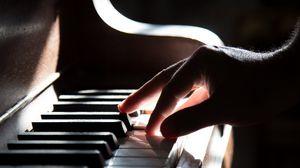Превью обои фортепиано, рука, клавиши, тень