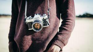 Превью обои фотоаппарат, объектив, оптика, ремешок, фотограф