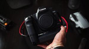 Превью обои фотоаппарат, рука, техника, фотограф