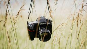 Превью обои фотоаппарат, техника, объектив, трава