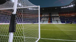 Превью обои футбольные ворота, футбол, газон, трибуны