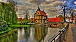 Превью обои германия, архитектура, красота, мост, облака, красочные, цвета, трава, зеленая, дом, дома, отражение, река, дорога, небо, город, деревья, вид, вода, hdr