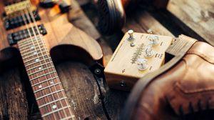 Превью обои гитара, оборудование, ботинки, деревянный