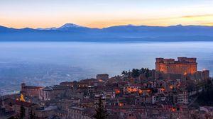 Превью обои италия, castello di celano, туман, море