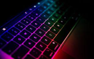Превью обои клавиатура, ноутбук, градиент, разноцветный, технологии