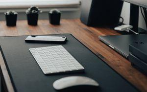 Превью обои клавиатура, телефон, рабочий стол, техника