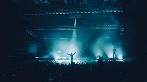 Превью обои концерт, выступление, дым, свет, толпа, музыка