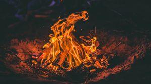 Превью обои костер, огонь, дрова, пламя