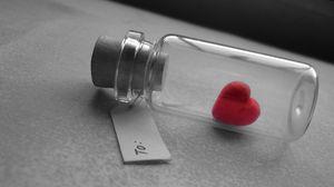 Превью обои любовь, сердце, банка, бирка