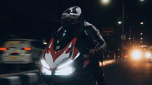Превью обои мотоцикл, мотоциклист, байк, дорога, ночь, скорость