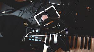 Превью обои наушники, синтезатор, провода, музыка