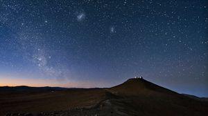 Превью обои небо, созвездия, ночь, пустыня, гора, песок