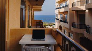 Превью обои ноутбук, балкон, отдых, работа, мальта