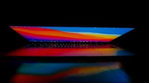 Превью обои ноутбук, монитор, компьютер, свет, темнота