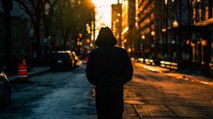 Превью обои одиночество, человек, капюшон, город