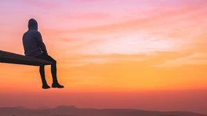 Превью обои одиночество, человек, закат, горы, высота, обзор, уединение