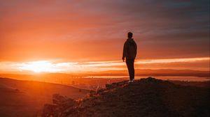 Превью обои одиночество, одинокий, закат, человек