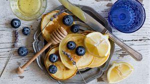 Превью обои оладья, черника, мед, лимон
