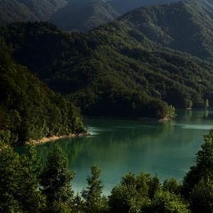 Превью обои озеро, горы, деревья, пейзаж, италия