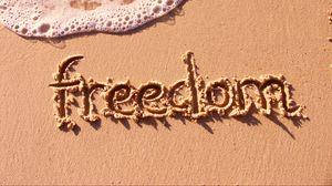 Превью обои песок, надпись, свобода, берег, пена, вода