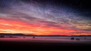 Превью обои поле, звездное небо, туман, вечер, пейзаж, осень