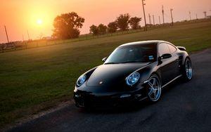 Превью обои porsche, 911, turbo, 997, black, front, порше, чёрный, солнце, газон, блики