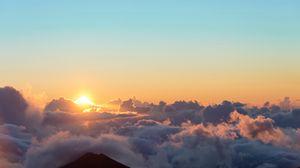 Превью обои рассвет, солнце, облака, небо, высота