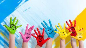 Превью обои руки, краска, дети, счастье, позитив, улыбки