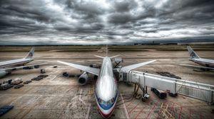 Превью обои самолет, небо, облака, аэропорт, hdr