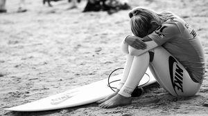 Превью обои серфинг, серфер, девушка, спорт, nike, чб