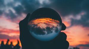 Превью обои шар, стеклянный, закат, рука, отражение