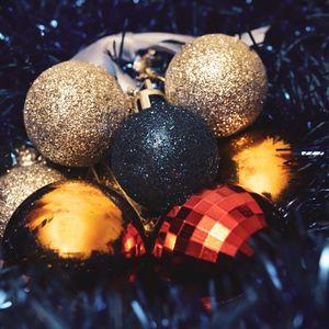 Превью обои шары, украшения, мишура, новый год, рождество