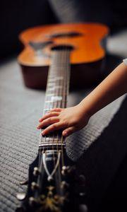 Превью обои акустическая гитара, гитара, струны, гриф, музыка, рука