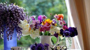 Превью обои анютины глазки, фрезия, тюльпаны, глициния, букеты, кувшин, фарфор