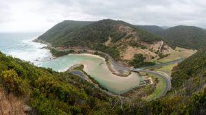 Превью обои австралия, побережье, дорога, горы, океан, лес, изгибы, мост