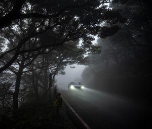 Превью обои автомобиль, свет, дорога, туман, мрачный