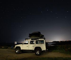 Превью обои автомобиль, внедорожник, белый, звезды, ночь