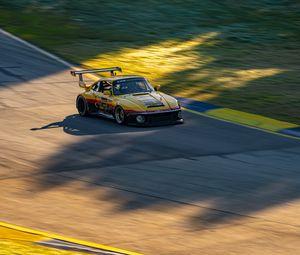 Превью обои автомобиль, желтый, гонка, трасса