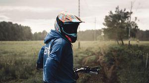Превью обои байк, мотоцикл, мотоциклист, шлем