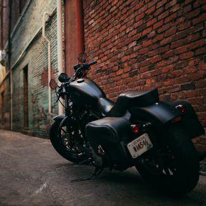Превью обои байк, мотоцикл, вид сбоку, двор