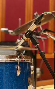 Превью обои барабанная установка, барабаны, микрофон, музыка